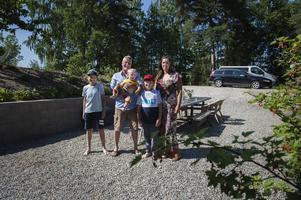 Teo, Micke, Albin, Noa och Linda. Saknas på bild gör dottern Ines.