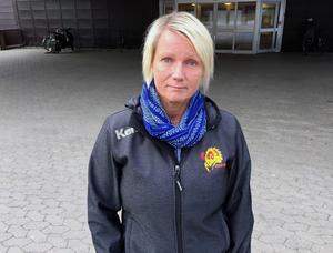 Foto: Anders Norin.Tina Sjöström representerar Falu handbollsklubb, en av de föreningar som under veckan tvingas flytta sin verksamhet från sporthallen.
