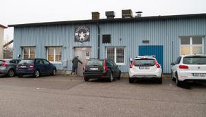 """Nyinvigning. """"De som tränar hos oss behöver inte in i smeten i centrala Köping och snurra eller leta parkeringar"""", säger Martin Ek."""
