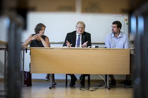 Peter Hultqvist (S), försvarsminister, presenterade på fredagen partiets förslag om utökad statlig service. Han flankeras av de lokala S-företrädarna Marie Olsson, riksdagsledamot från Orsa, och Anders Edlund, kommunalrådskandidat i Vansbro.