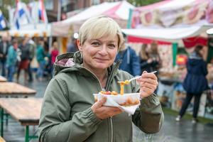 """Handkirurgen Izabela Blaszczyk har bott 20 år i Sverige och Umeå. Hon åt """"bigos"""" från hemlandet Polen. """"Den smakade som jag vet att den ska smaka. Den var god""""."""