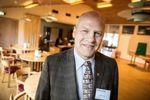 Dennis Jansson,  ordförande för Hälsinggårdens vallokal.