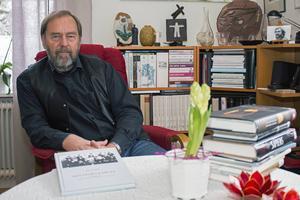 Per Helge har tilldelats ett arbetsstipendium på 60000 kronor, främst för boken