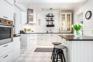 Villan på Södra Järnvägsgatan har sju rum. Foto: Länsförsäkringar Fastighetsförmedling Ludvika