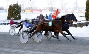 Kaj Widell styrde Ready For Money till seger.Foto: www.foto-mike.com
