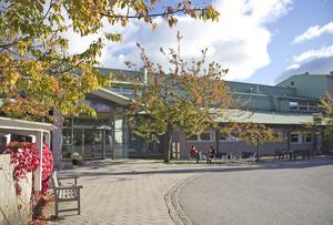Två nya förskolor öppnar i Utsiktens lokaler i Nynäshamn. Det tidigare konferenshotellet byggs i etapper om till bostäder.