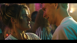 Emma Broomé som Åsa och Anton Lundqvist som Örjan. Foto: David Hellman.