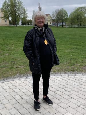 SKPF:s Förbundsordförande Liza diPaolo Sandberg fick också en medalj även om hon inte deltagit i studiecirkeln men hon gör så mycket annat för alla våra medlemmar, hon är en aktiv Förbundsordförande som gör sig hörd i alla sammanhang. Fotograf: Lena Jonsson