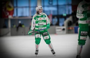 Patrik Sjöström fick utrymme för sin bössa – då dunkade han upp bollen i nättaket.
