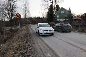 Här på Östra vägen körde Conny Engstrand i sin vita bil den aktuella lördagen. Det gick i 49 kilometer i timmen och inledningsvis fick han 2800 kronor i böter som sedan drogs tillbaka då det är 50 som gäller under en helg..