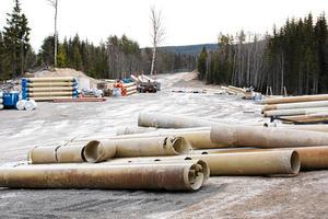 Arbetena med vattenledningen har legat nere i nästan två år. Så här såg det ut mellan Ludvika och Grängesberg den 3 januari 2017.