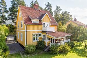 Treplansvilla i Ludvika perfekt för stor familj med närhet till allt. Foto: Carina Heed/Fastighetsbyrån.