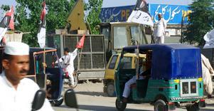 Valyra och spontana politiska sammankomster i Peshawar, Pakistan. Bild: Tina Magnergård Bjers/TT/SCANPIX