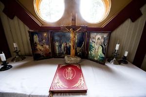 Altaret i Öfra kapell.