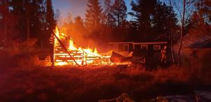 Larmet om branden kom in strax före 06 på måndagsmorgonen. Bild: Räddningstjänsten