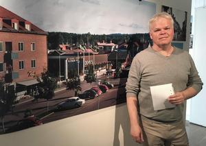 Per-Åke Backman, utställningscurator, har plockat fram godbitar ur Leksands historia från vikingatid till nutid. Här Torget, sent 60-tal.