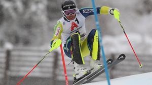 André Myhrer får svårt att nå en topplacering i dagens slalomtävling. Bild: TT.