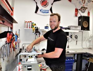 Anders Stridsberg i monteringstagen.