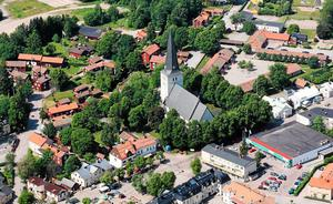 Norbergare tyngs inte av samma allvar som tycks råda i Fagersta, enligt skribenten.