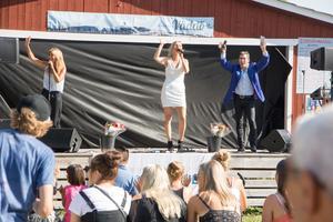 Musikunderhållning i form av  bandet Made in Sweden.