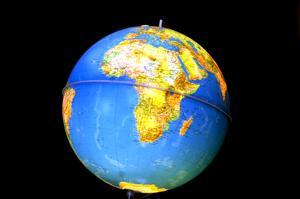 En jordglob med Afrika i centrum. Foto. Hasse Holmberg. / SCANPIX.