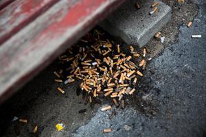 Fimpar, lämnade av rökare som struntar i andra.