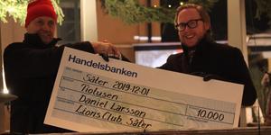 Gunnar Nilsson delade ut priset till Daniel Larsson.
