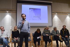 Jerker Bexelius lyfter fram problematiken i att bevara kulturmiljölämningar i en samisk kontext där traditionen är att allt ska återgå till naturen. Jimmy Anjevall, Malin Wolczynska, Jessica Brander, Catarina Lundström, Ingela Fredell och Jens Ganman har också bidragit till Jämten.