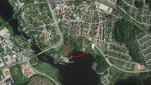 Här är området där det krävs sanering innan det kan byggas några bostäder: öster om Västanfors båtklubb, mellan Båthamnsvägen, Parkvägen och Sloghagsvägen.