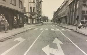 Stora gatan 1982. Längre fram svänger man vänster in på Karlsgatan.