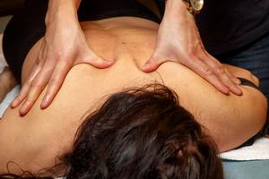 Ge bort ett presentkort på massage i julklapp.Bild: Cornelius Poppe/NTB scanpix