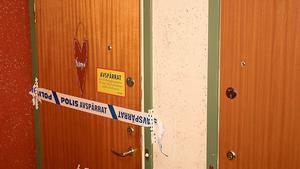 Polisen spärrade av lägenheten sedan föräldrarna hittat dotterns döda kropp där. Foto: Torgny Narfström/ F-P Arkiv