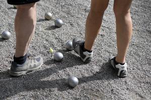 Boule är en lättsam sport som ger en god gemenskap. Kanske någon i den samtalsgrupp du anmäler dig till spelar. Foto: Anders Wiklund/TT