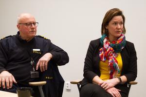 Rolf Ångström och Malin Fundin berättar att det bland annat kommer att ske en samverkan med nattvandrarna och Stenhamreskolan för att jobba med medborgarlöftet. Det kan exempelvis visa sig genom informationsträffar om narkotika för elever och föräldrar.