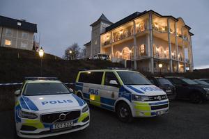 Polisen bevakar Johannesbergs slott i Gottröra.