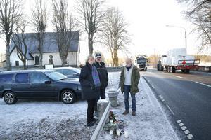 Anita Theorin, Per-Eric Wilén och Arne Theorin representerar Söderby–Karls utvecklingsgrupp. Tillsammans med många andra i byn har de försökt få hjälp att öka säkerheten längs väg 283 som går genom samhället.