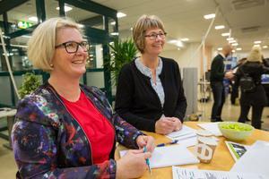 Annelie Eriksson och Anna-Lena Berggren från bussbolaget Nobina hade många förfrågningar om jobb under mässan.