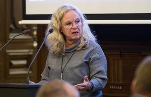Maria Lind (S) var emot Centerpartiets motion om att införa LOV inom hemtjänstens matdistribution.