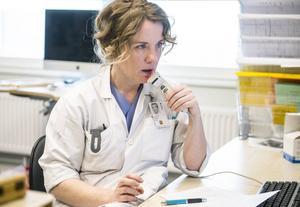 – Det jobbigaste med att vara läkare är när man inte kan komma hela vägen, säger överläkare Annie Aspvik.