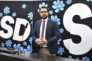 Jimmie Åkesson och SD har haft en avgörande roll i höstens politiska läge.  De etablerade partierna har inte haft öronen mot väljarna, menar insändarskribenten.