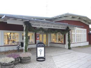 Entrén till Leksands kulturhus, även det belönat med Kasper Salin-priset. Foto: Kristian Åkergren