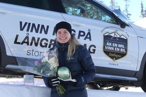 Maja Lind blev den lyckliga vinnaren av bilen.