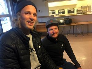 Tränarna på det alpina skidgymnasiet,David Andersson och Niklas Rainer, är förstås lite stolta över elevernas  framgångar i Schweiz.