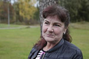 """""""Granliden ligger 5,5 mil bort. Ska de dementa inte få vara kvar i sin hembygd?"""" undrar Rosita Aspö."""