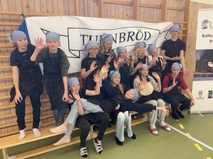 Årskurs 5 på Knåda skola bakade fint och med stor glädje.  Foto: Margareta Englund