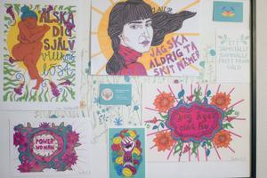 Femkonst har gjort verk som sitter på väggarna hos Kvinnojouren Kullan.