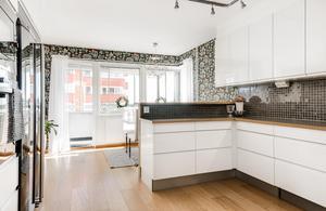 Köket i trerummaren på Ludvigsbergsvägen 22B i Alliero. Bild: Länsförsäkringar Fastighetsförmedling