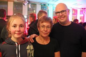 Felicia Becker, Marlene Becker och Fredrik Eriksson från Sandviken såg fram emot kvällen. Felicia erkänner att hon inte hört så mycket av Miskovsky men att hon gillar det lilla hon hört.