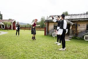 På dagens improvisation hoppade de bland annat hopprep samtidigt som de pratade med barnen.
