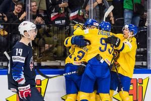 Mattias Janmark har just slagit in spiken i USA-kistan sedan han gjort 4–0 i den andra perioden.Bild: Ludvig Thunman/Bildbyrån